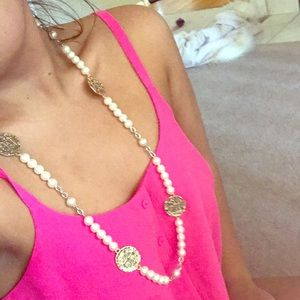 Jewelry - Pearl and gold medallion necklace